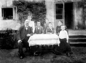 Family of the logn time owner of the house - Václav Urban - around 1907